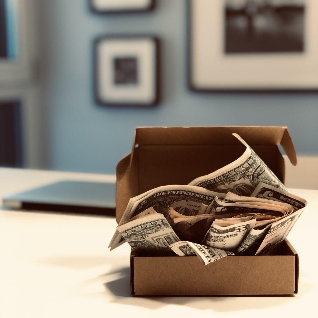Eine Vermögensverwaltende Kapitalgesellschaft kann dazu genutzt werden, Vermögen schneller aufzubauen. Der Effekt ergibt sich wenn Veräußerungsgewinnen nicht ausgeschüttet werden, sondern in der Gesellschaft verbleiben und wieder Angelegt werden.